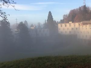 Lassalle-Haus just über dem Nebel